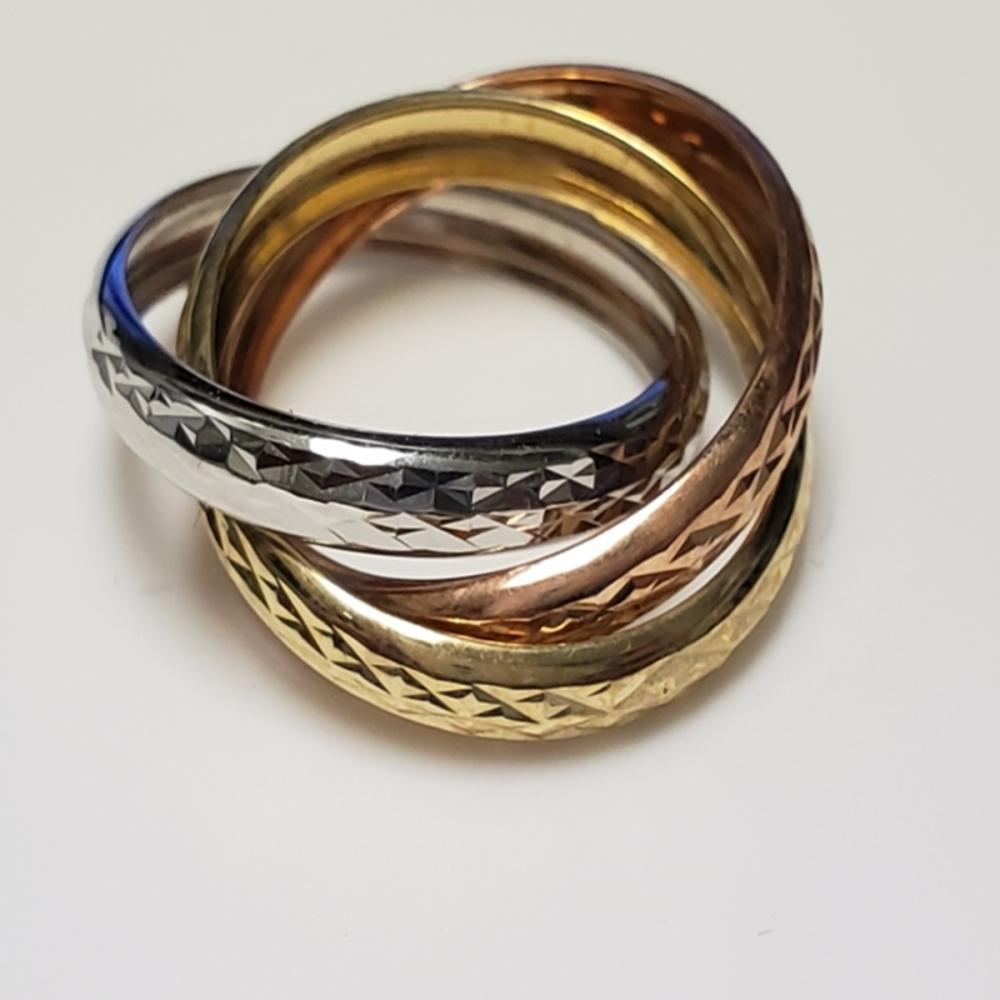 Lot 132: Tri-Color 10 Karat Gold Ring