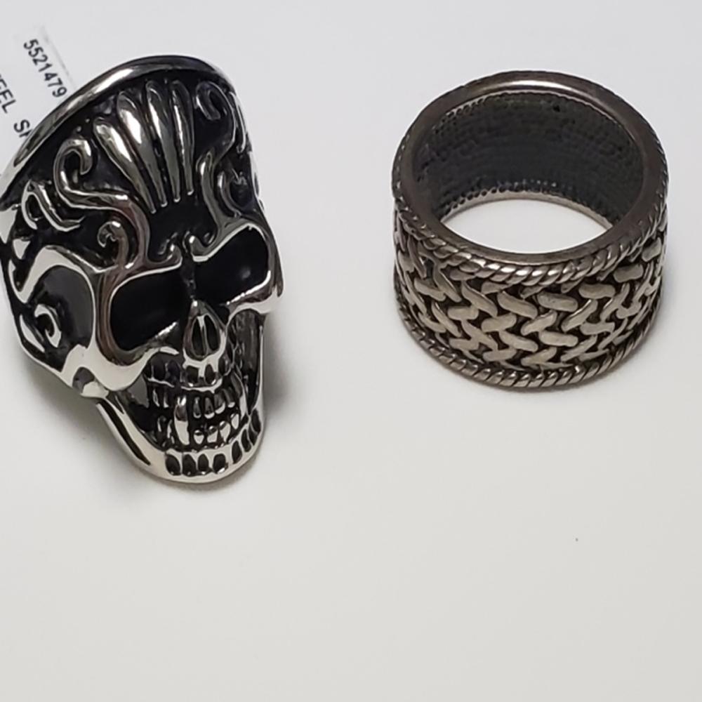 Lot 134: Men's SS Skull Ring/ Sterling Silver Ring