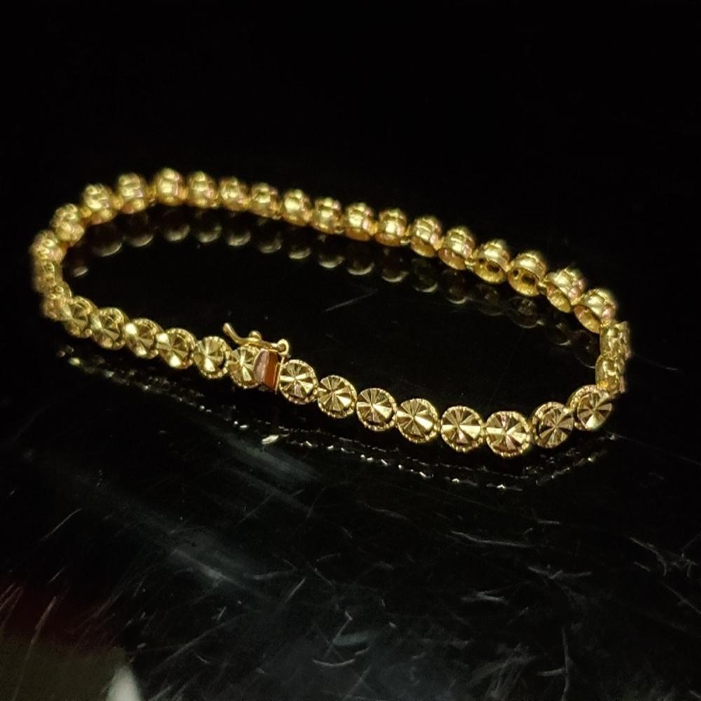 Lot 198: 14 Karat Yellow Gold Beverly Hills Tennis Bracelet