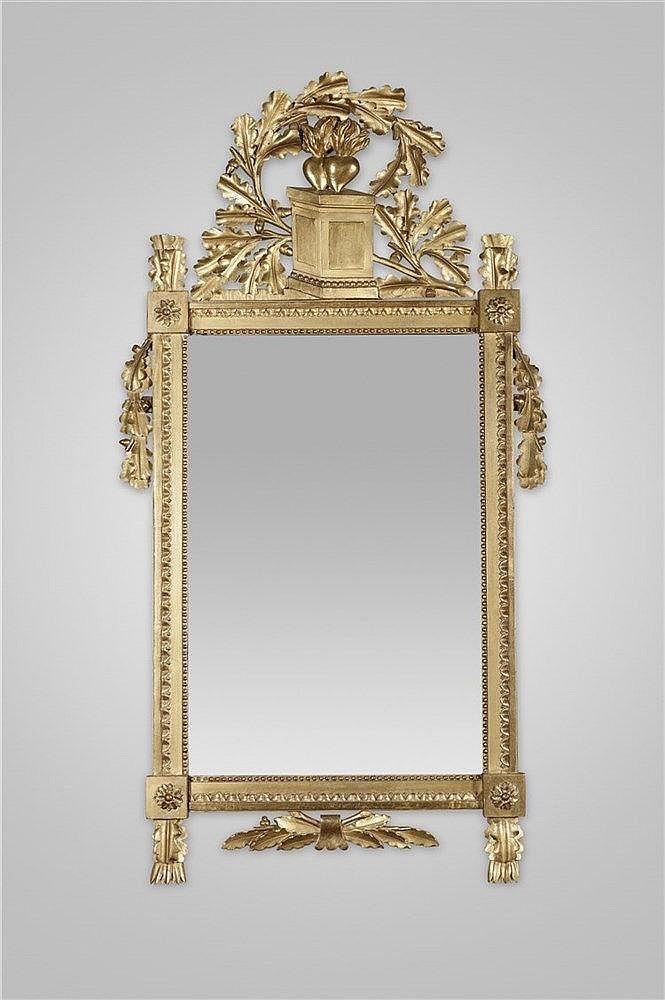 Miroir en bois sculpt et dor cadre orn de raies de c urs for Miroir cadre dore