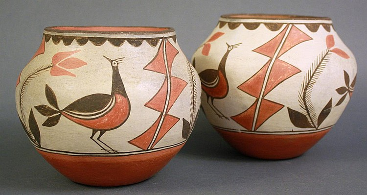 A GOOD NEAR PAIR OF ZIA INDIAN POTTERY OLLAS. Ca.