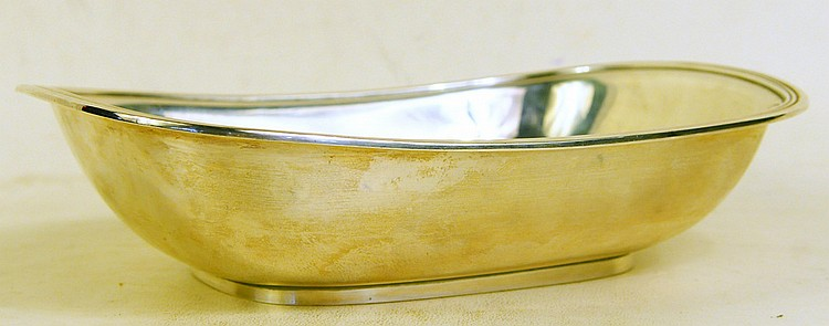 TIFFANY & CO. MAKERS STERLING SILVER ENTREE DISH.