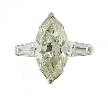 PLATINUM DIAMOND RING. This ring contains one