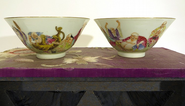 PAIR OF CHINESE DAO QUANG BOWLS IN ORIGINAL BOX