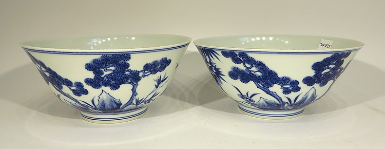 PAIR OF KANGXI PORCELAIN BOWLS