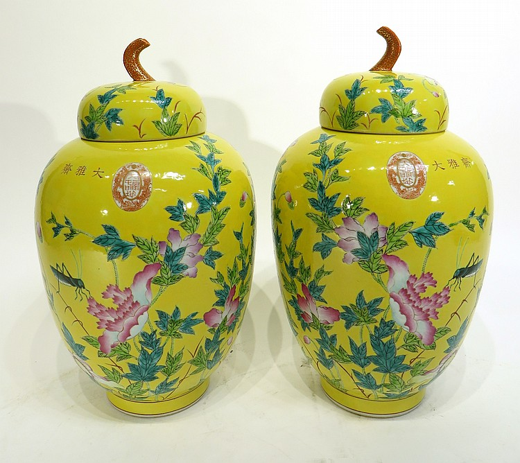 CHINEE PAIR OF 19TH CENTURY FAMILLE JAUNE JARS