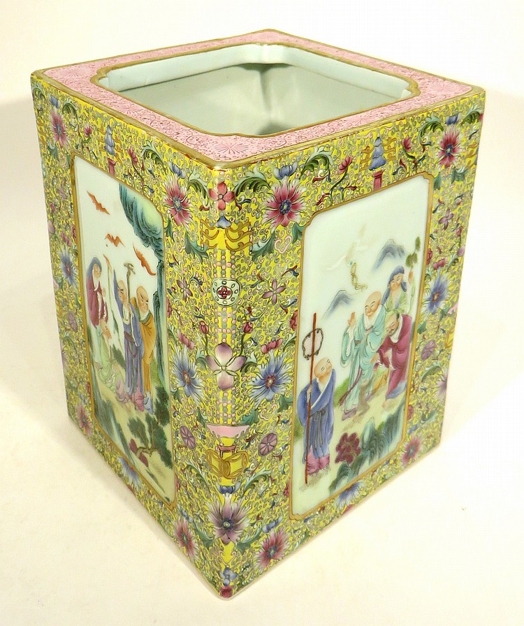 CHINESE QIAN LONG FAMILLE JAUNE BRUSH POT