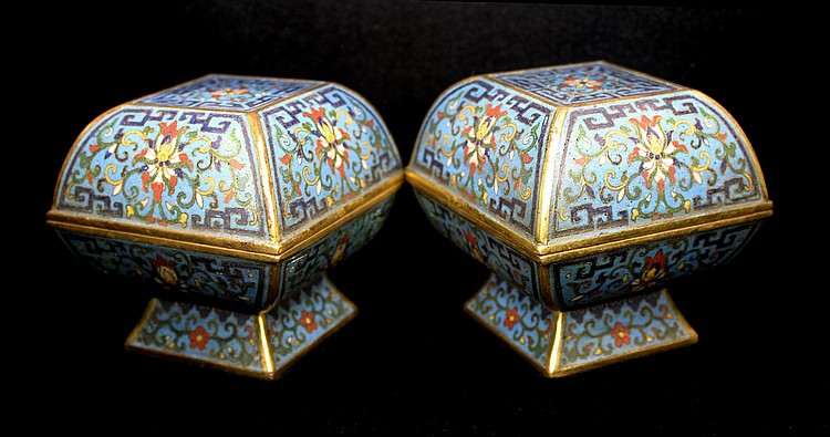 PAIR OF FINE CHINESE CLOISONNÉ BOXES