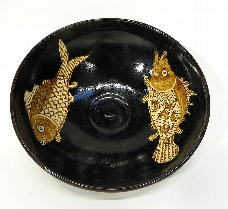 CHINESE JIZHOU WARE TEA BOWL WITH FISH MOTIF
