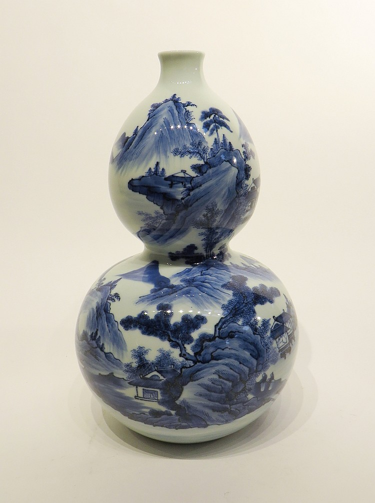 QIAN LONG BLUE AND WHITE GOURD VASE