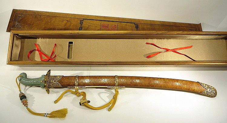 CHINESE QIAN LONG SWORD IN PRESENTATION BOX