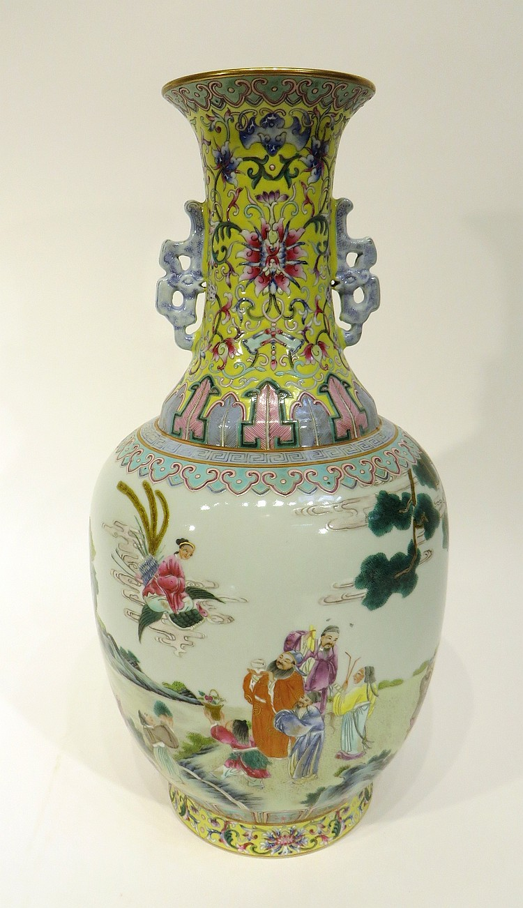 CHINESE QIAN LONG MARKED WU CAI VASE
