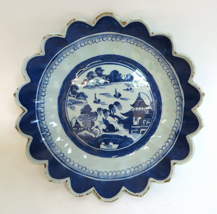 BLUE AND WHITE CANTON BOWL WITH SCALLOPED EDGE