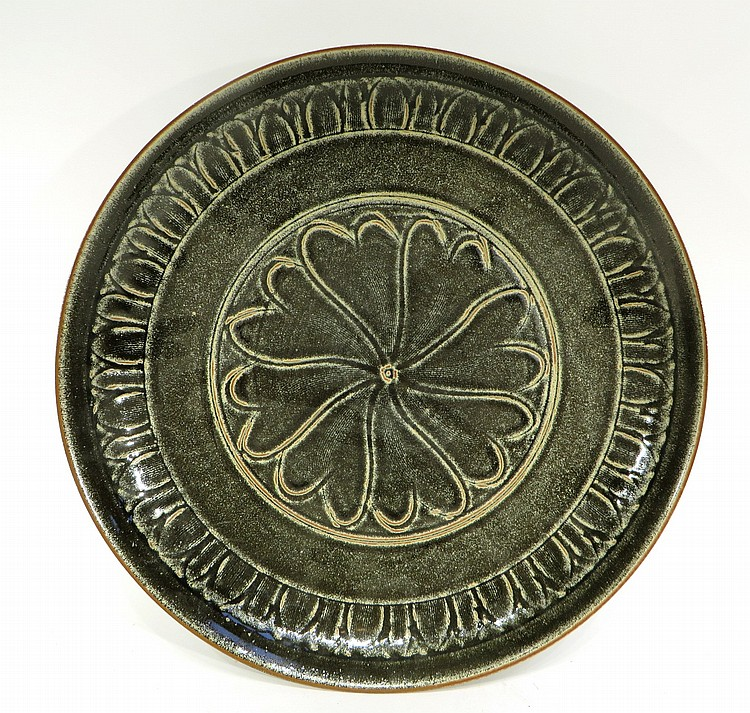 CHINESE SONG DYNASTY TYPE CELADON PLATE
