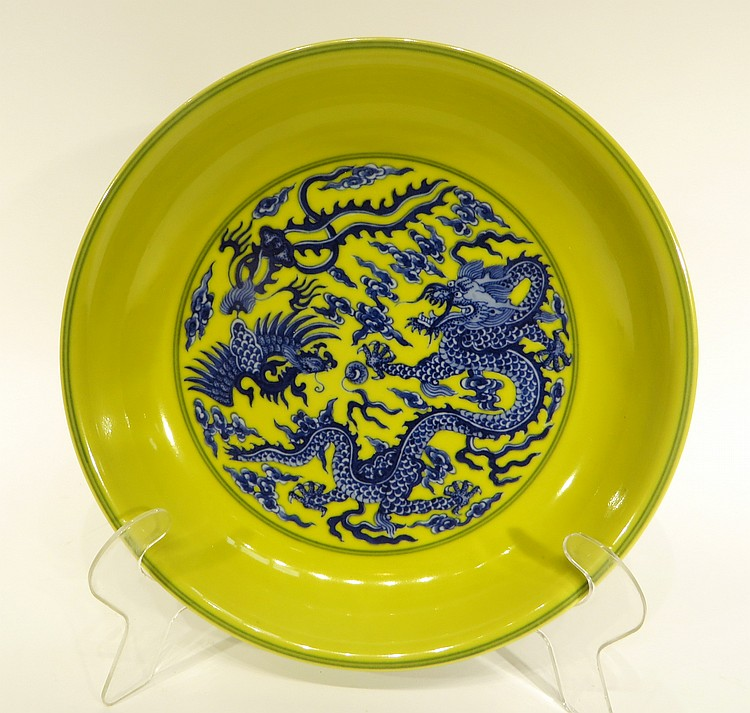 CHINESE FAMILLE JAUNE DRAGON AND PHOENIX PLATE