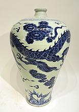 CHINESE MING DYNASTY STYLE MEI PING VASE