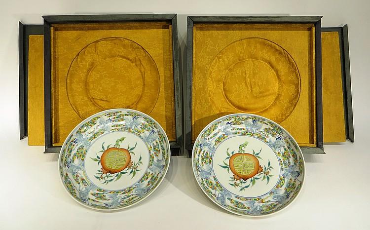PAIR OF YONG ZHENG PLATES IN ORIGINAL BOX