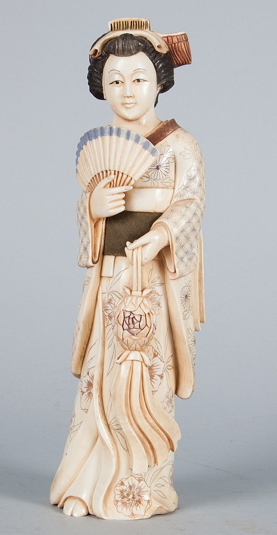 Japanese carved ivory courtesan