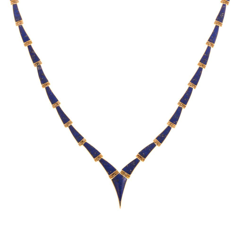 A Ladies Inlaid Lapis Lazuli Necklace in 18K