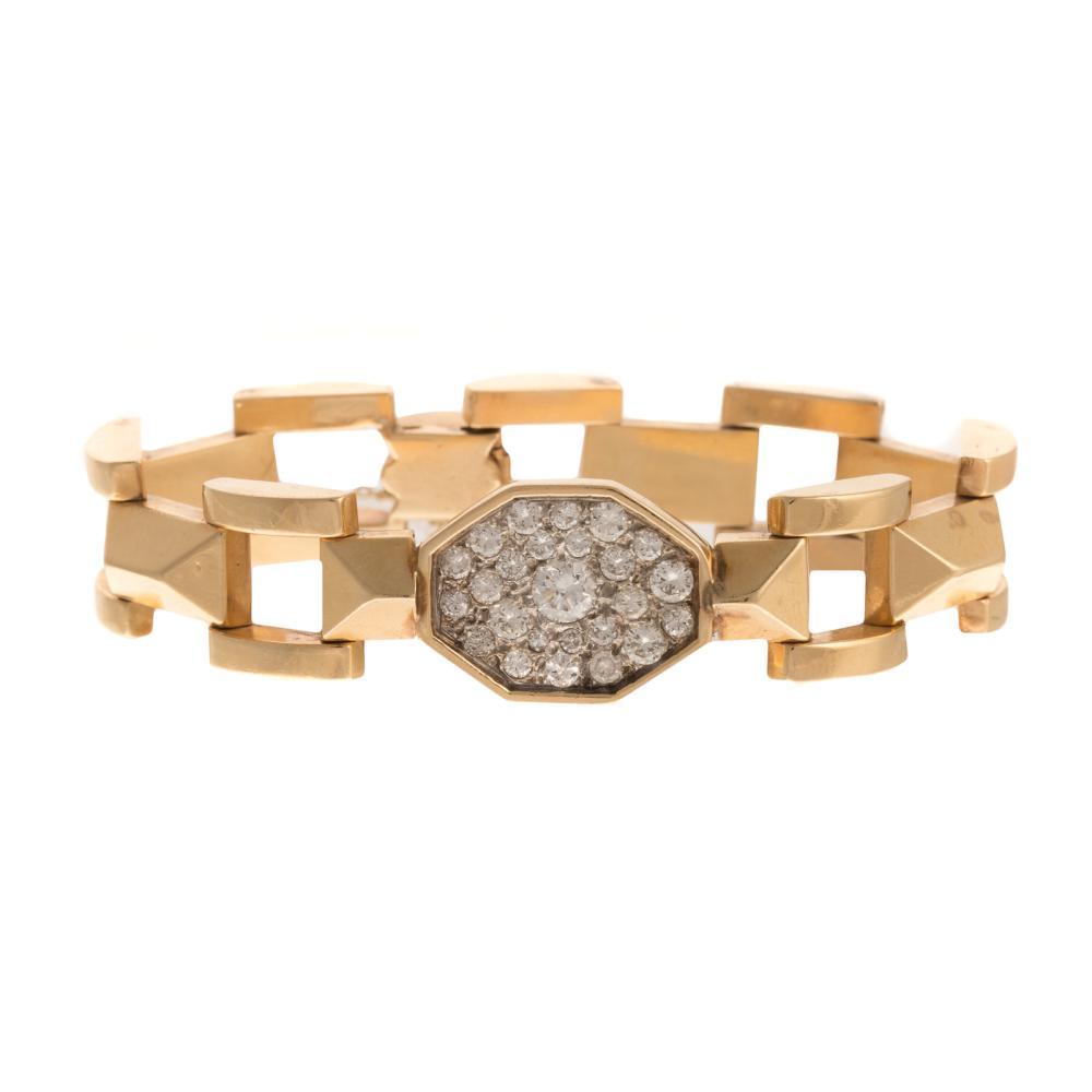 A Ladies Link Bracelet with Diamonds in 14K