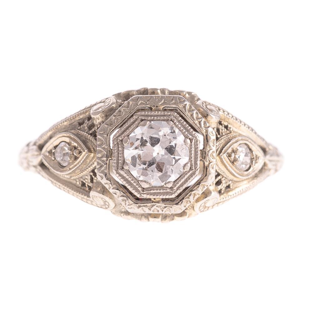 A Ladies Art Deco Diamond Ring in 18K Gold