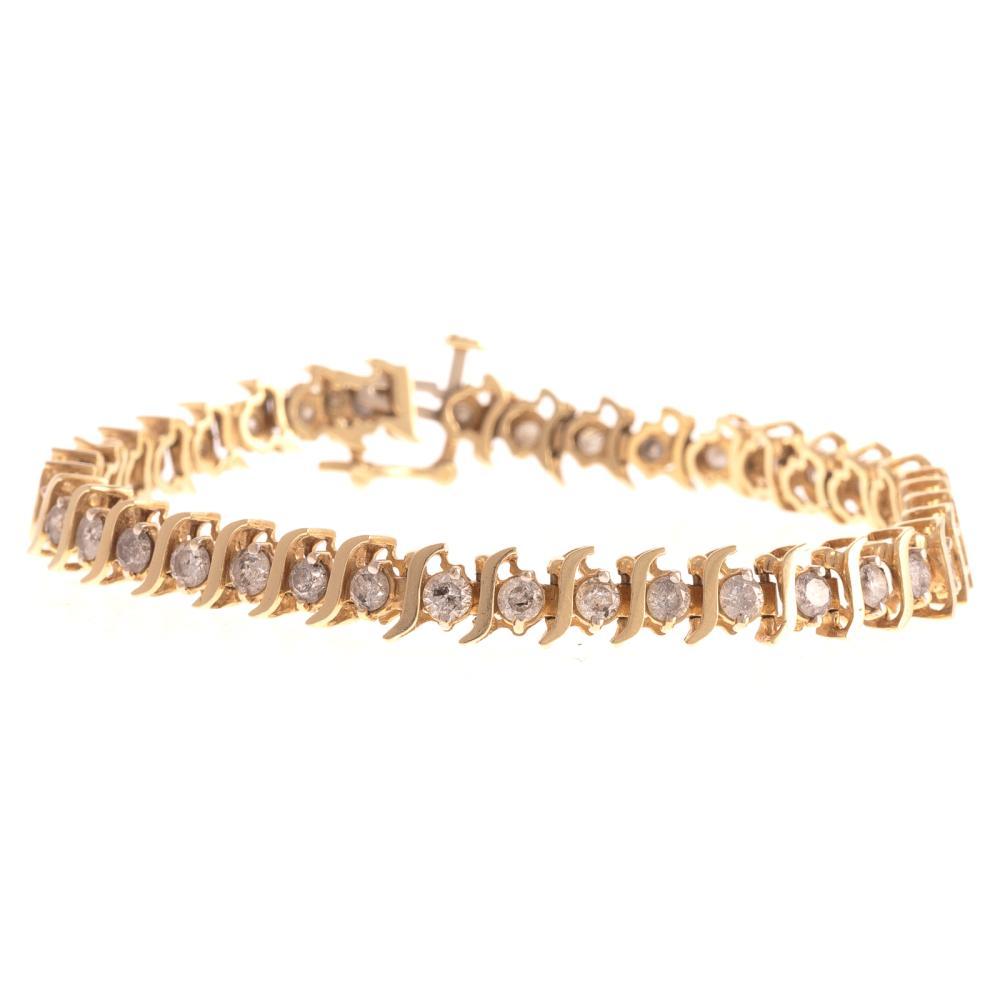 A Ladies Diamond Tennis Bracelet in 14K Gold