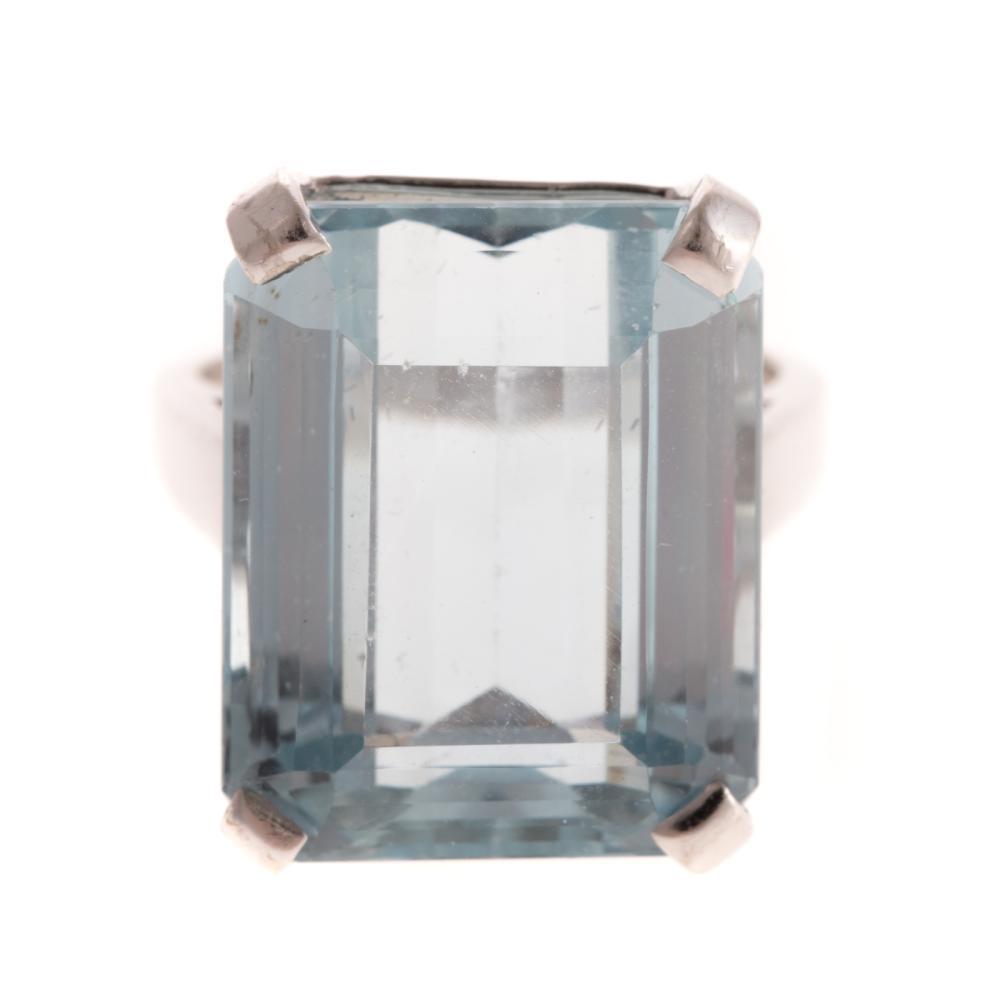 A Ladies Aquamarine Ring in 14K Gold