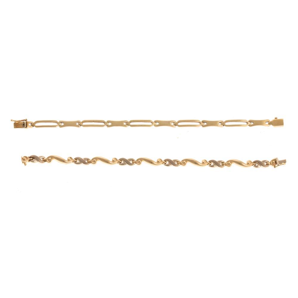 A Pair of Ladies Link Bracelets in 14K