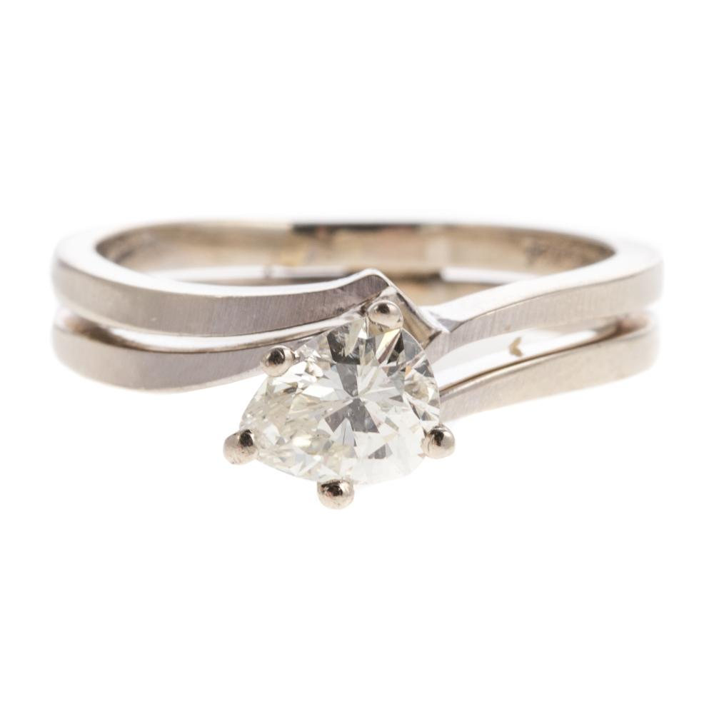 A Ladies Pear Shaped Diamond Ring in 14K Gold