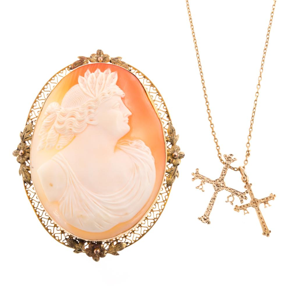 A Ladies Chain with Cross and Cameo Pin in Gold