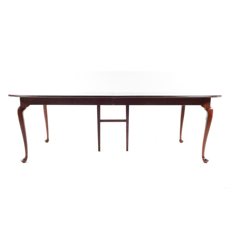 Queen Anne style mahogany finish dining table : H0086 L127400687 from www.invaluable.co.uk size 750 x 750 jpeg 18kB
