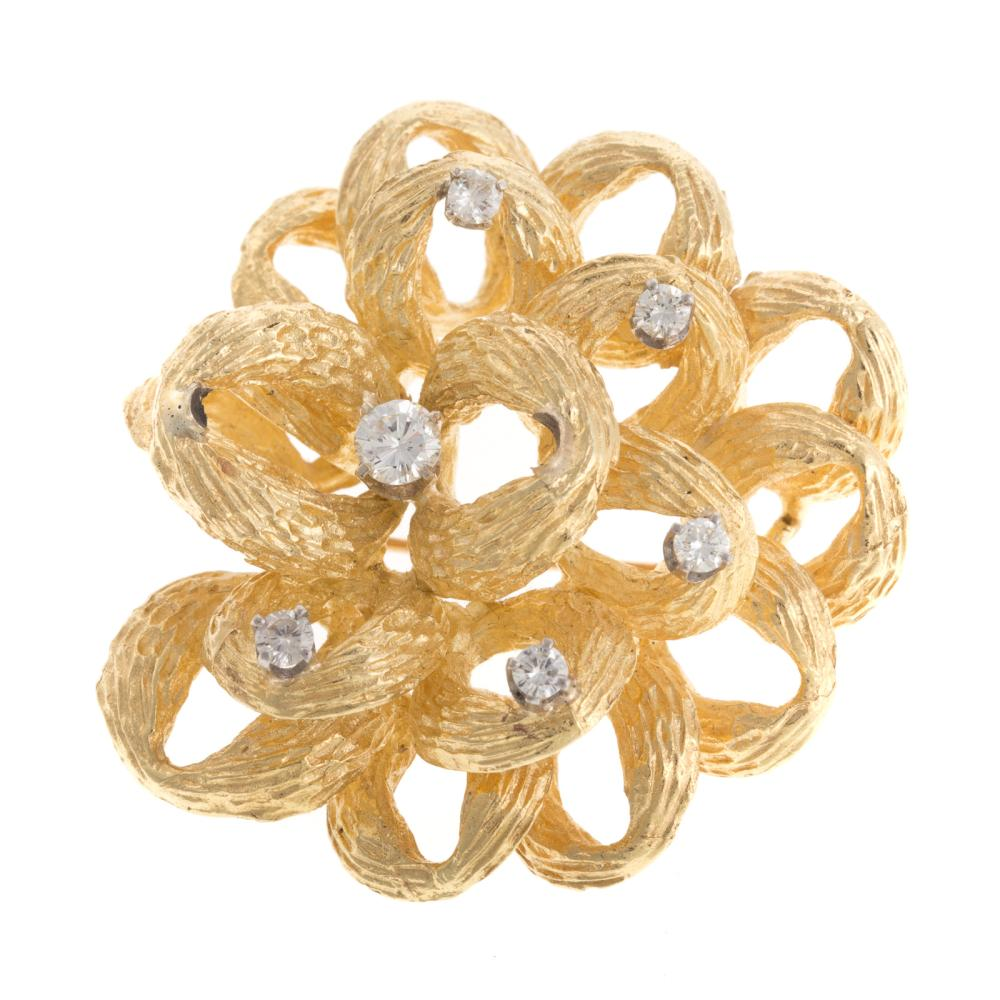 A Ladies Textured Pinwheel Diamond Brooch in 18K