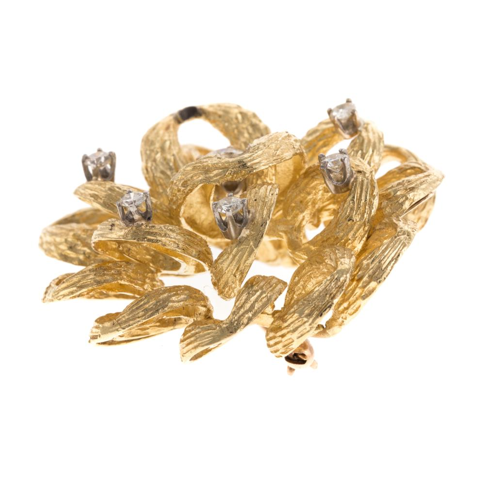 Lot 103: A Ladies Textured Pinwheel Diamond Brooch in 18K