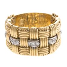 Lot 128: A Ladies Basket Weave Diamond Chain Ring in 18K