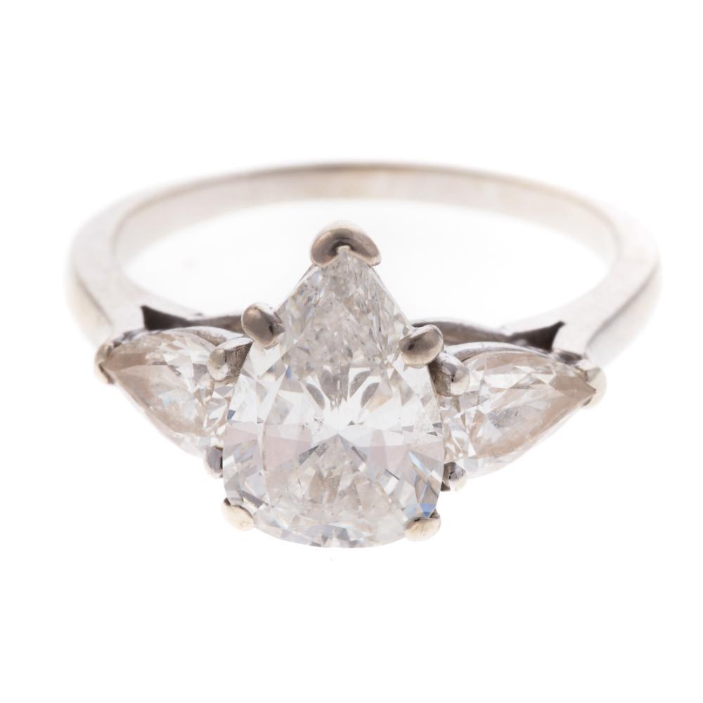 A Ladies Pear Shape Diamond Ring in 14K