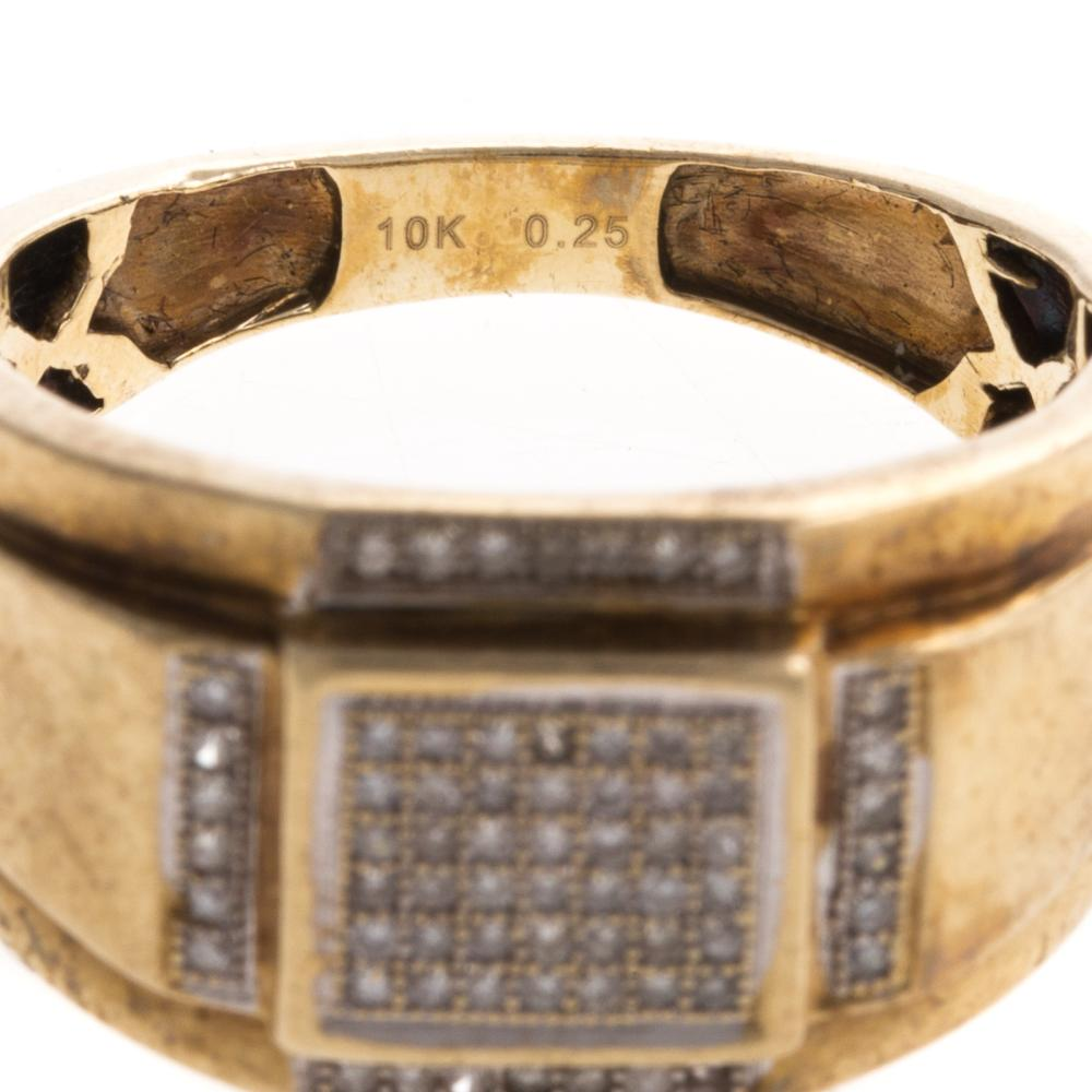 Lot 161: Two Gentlemen's Rings with Diamonds in Gold