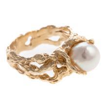 Lot 179: A Triple Strand Pearl Bracelet & Ring in 14K