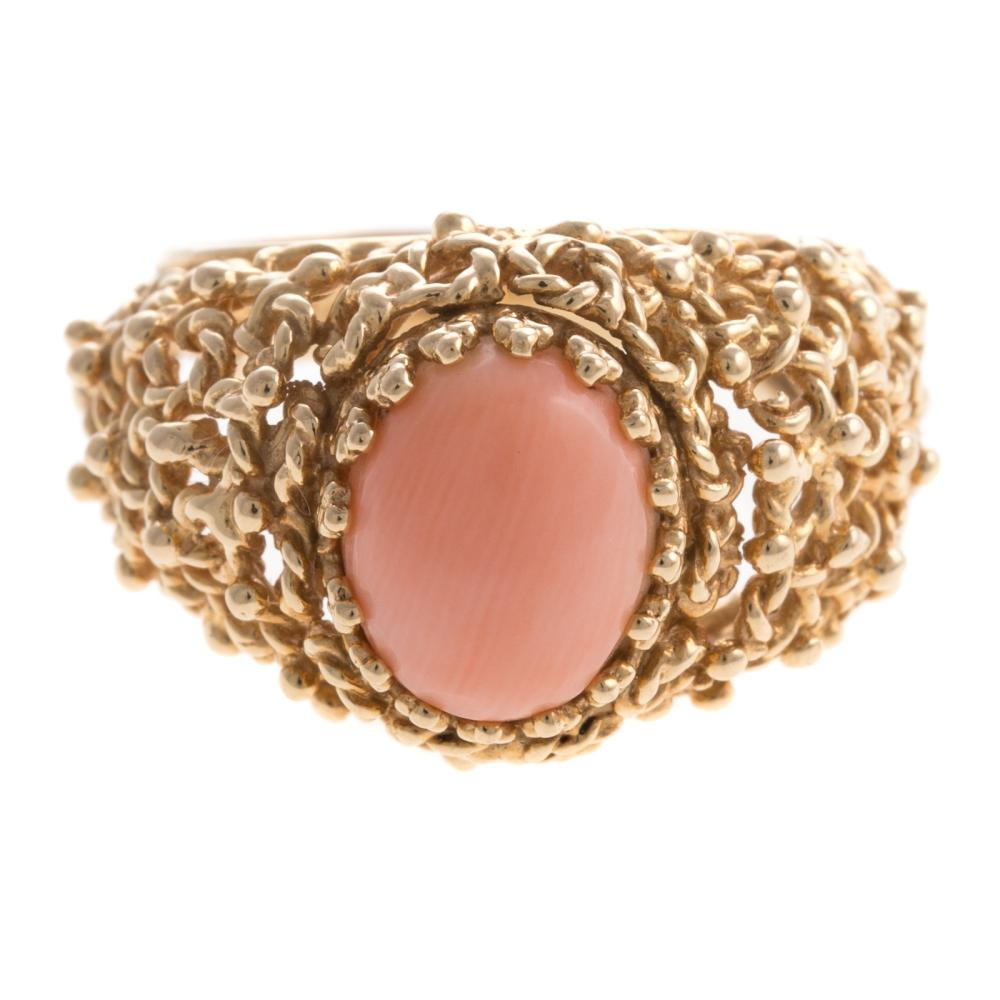 A Ladies Vintage Angel Skin Coral Ring in 14K