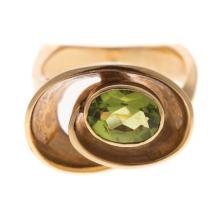 Lot 188: A Ladies 14K Contemporary Swirl Ring with Peridot