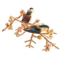 Lot 208: A Ladies Vintage Enamel Brooch with Birds in 18K