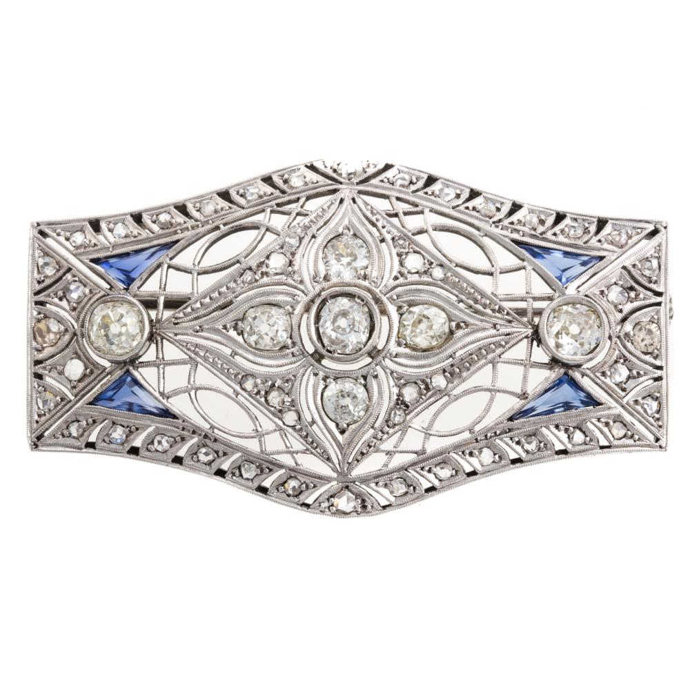 A Ladies Vintage Diamond Brooch in Platinum