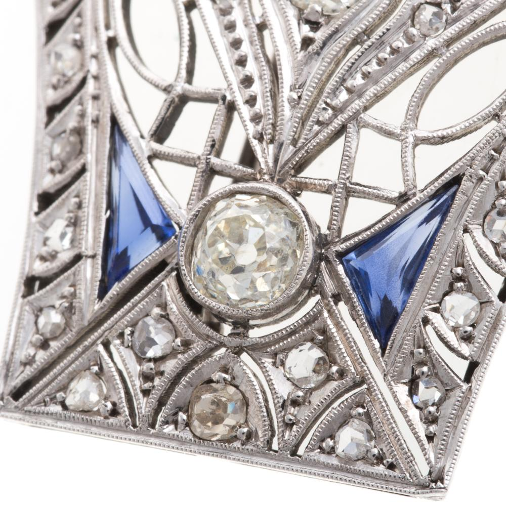 Lot 218: A Ladies Vintage Diamond Brooch in Platinum