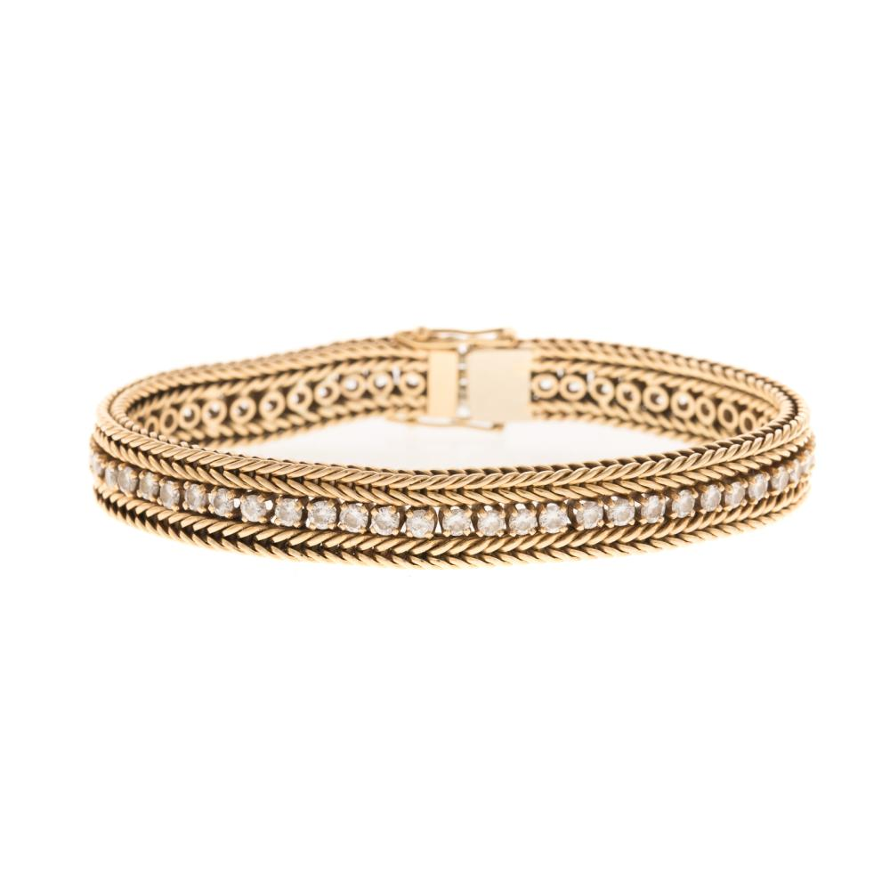 A Ladies Diamond Bracelet 4 ctw in 14K Gold