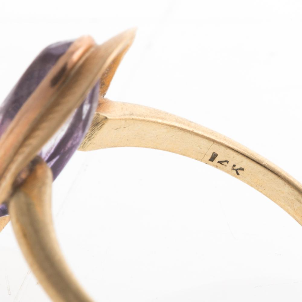 Lot 236: An 18K Coral & Lapis Ring and 14K Amethyst Ring