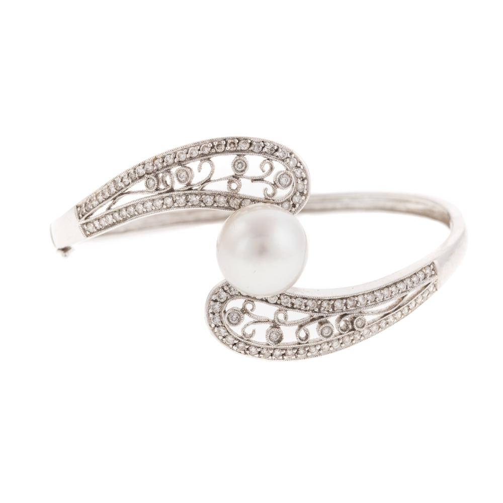 A Ladies South Sea Pearl & Diamond Bracelet in 18K