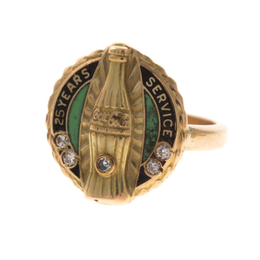 Lot 258: A Collection of Rings in Gold with Diamonds