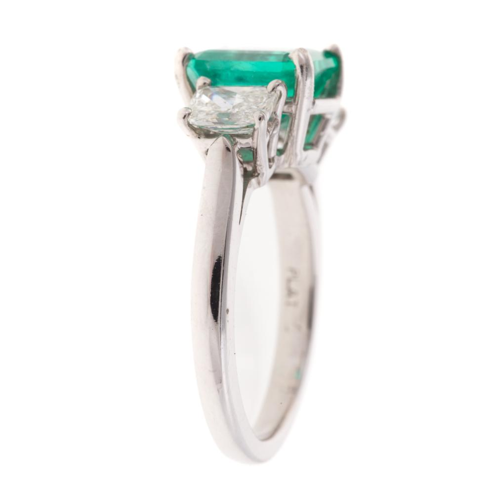 Lot 262: A Ladies Emerald & DIamond Ring in Platinum
