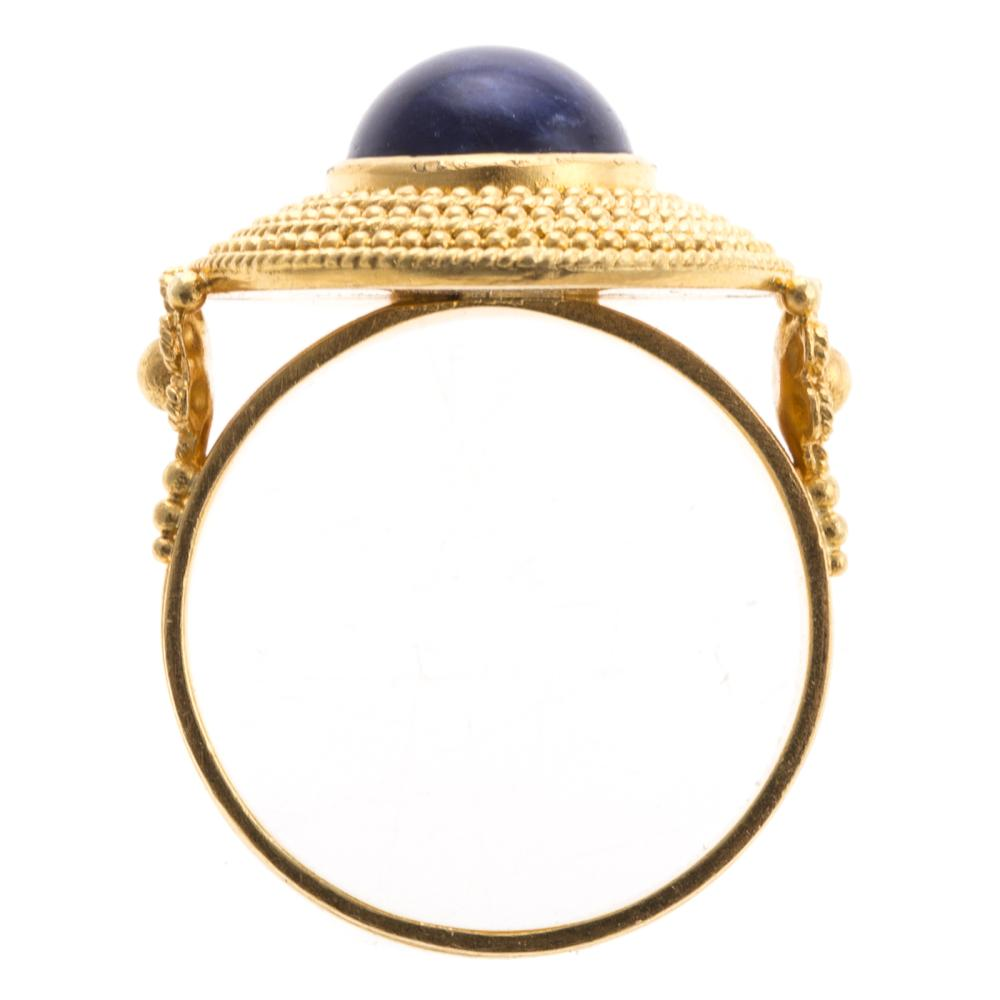 Lot 271: A Ladies Grecian Lapis Ring in 18K Gold