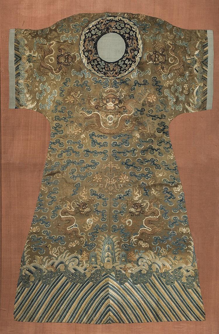 robe de cour chifu brod e sur fond de tissage soie or. Black Bedroom Furniture Sets. Home Design Ideas