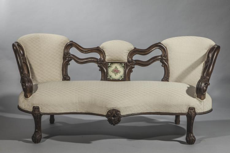 Canape a trois places a pietement griffu accotoir et dossie - Carreau de chaise ...